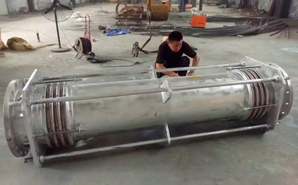 蒸汽管道可以用波形补偿器